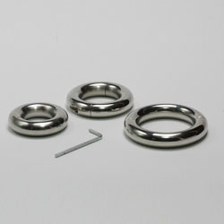 Round spitable Cockring/ball stretcher, 15 mm thick by Masters in Steel - MiS-BSR-15