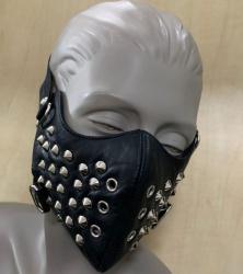Zwart leren mondmasker met studs van NLLeather - nl-blmm1