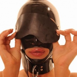 Zwart Medium Latex Masker met mondknevel - ab4532-blk-m